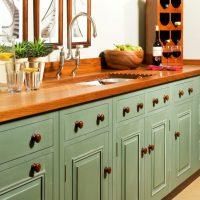 meuble de cuisine avec poignées en bois