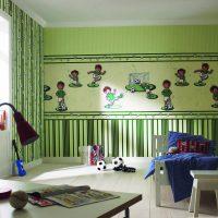 La combinaison de papier peint vert avec un motif différent