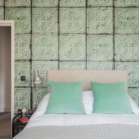 Papier peint imitant des blocs de verre sur la tête du lit
