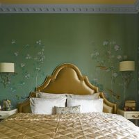 Golden color in the design of the bedroom