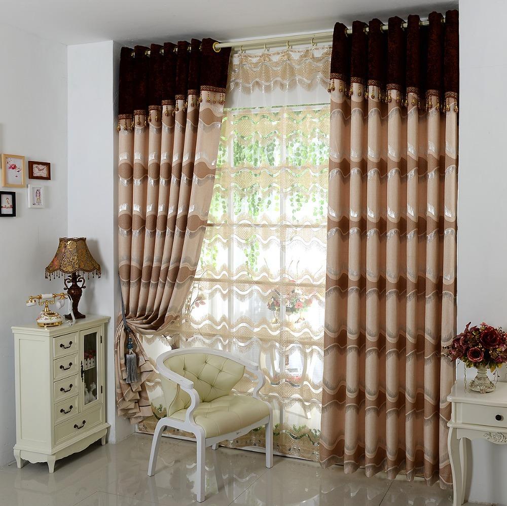 Pārklājumi uz guļamistabas loga klasiskā stilā