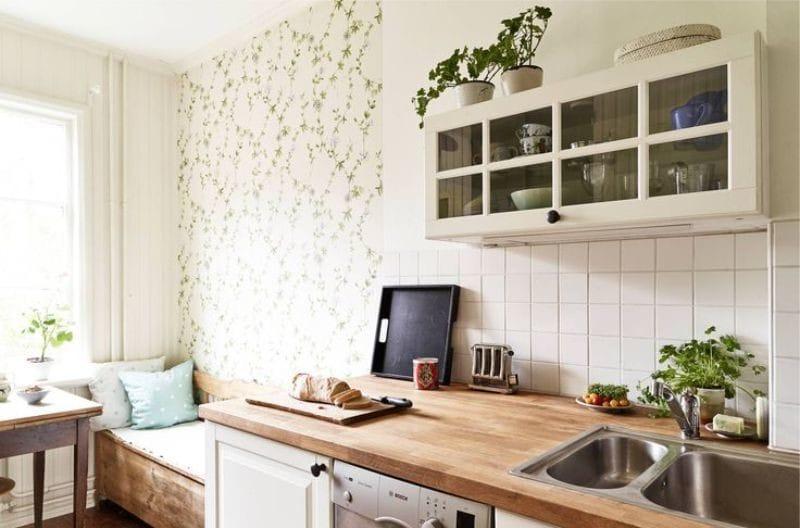 Conception d'une petite cuisine avec une touche de vert