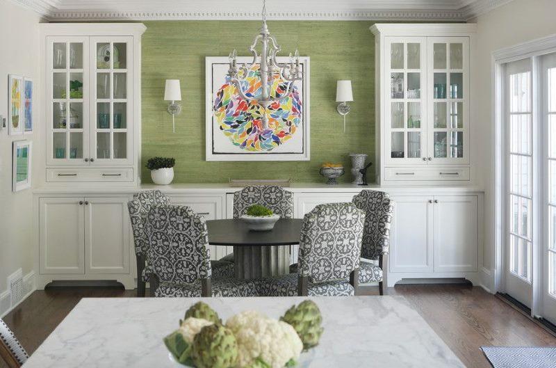 Intérieur de salon classique avec papier peint vert