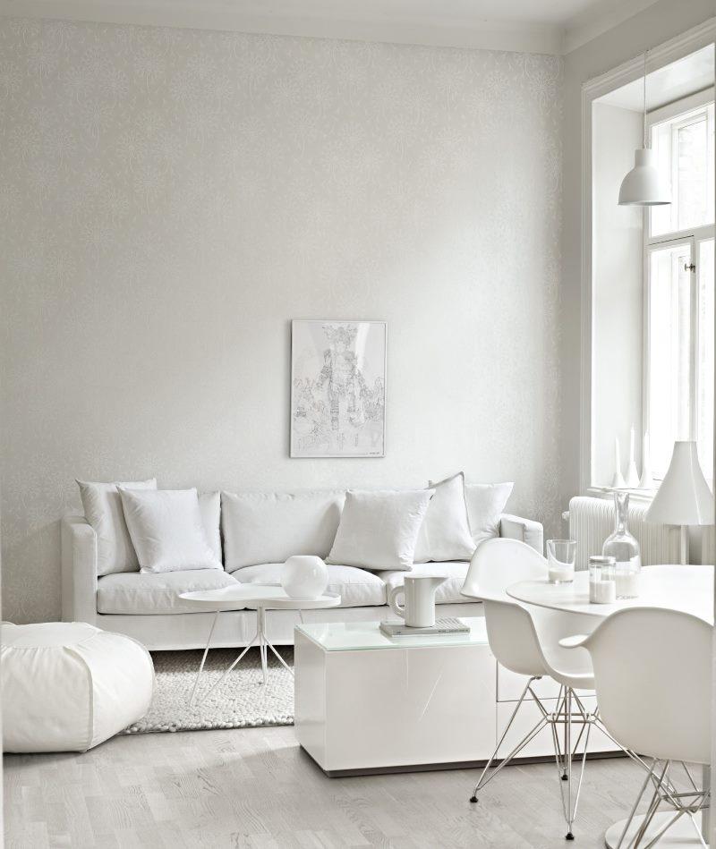 Intérieur d'un salon blanc comme neige dans une maison privée