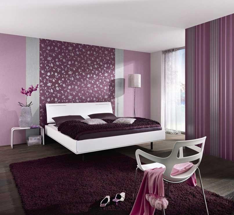 Décoration de chambre dans les tons violets