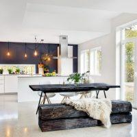 Mobilier en bois à l'intérieur de la cuisine d'une maison privée