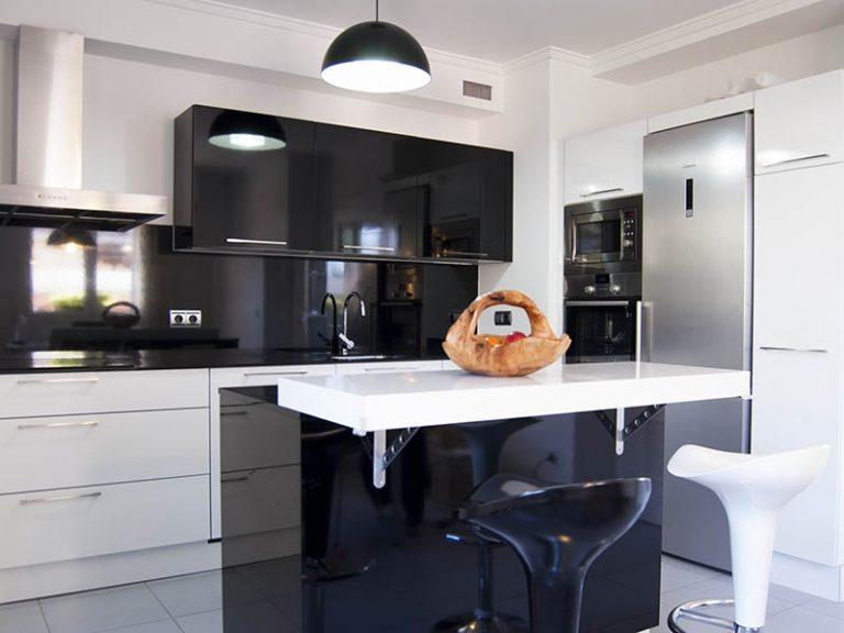 Brillant magnifique de la cuisine moderne minimaliste