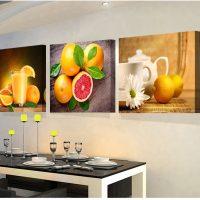 Košs raksts ar augļiem virs pusdienu galda
