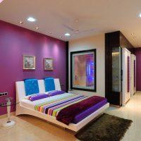 Papier peint violet pour la peinture dans la conception de la chambre