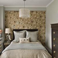 Design de chambre étroit avec papier peint à fleurs