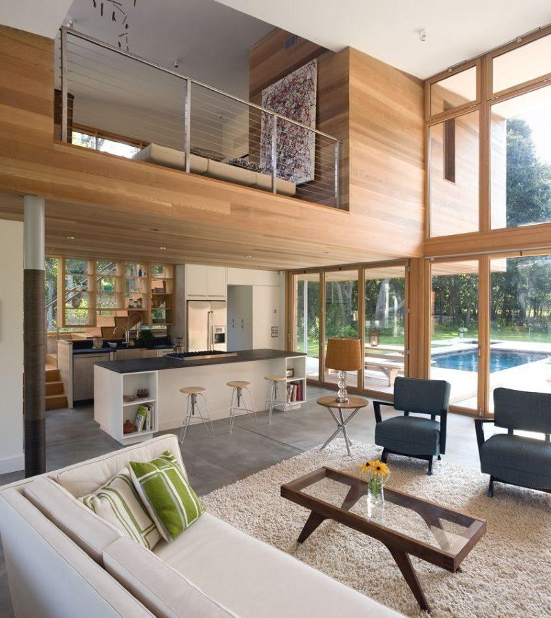 Concevoir un salon sans plafond dans une maison de campagne