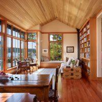 Utiliser du bois pour décorer une pièce dans une maison privée