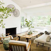 Salon d'une maison privée en style écologique