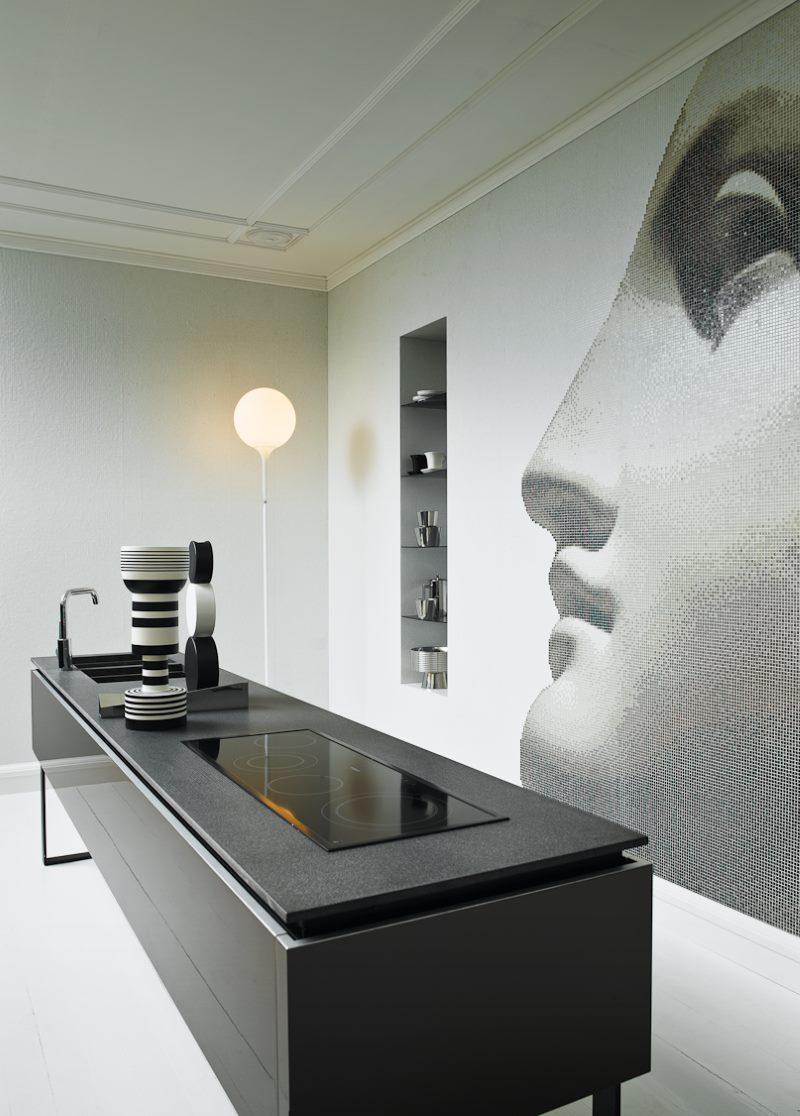 Papiers peints sur le mur de la cuisine avec l'image d'un visage de femme