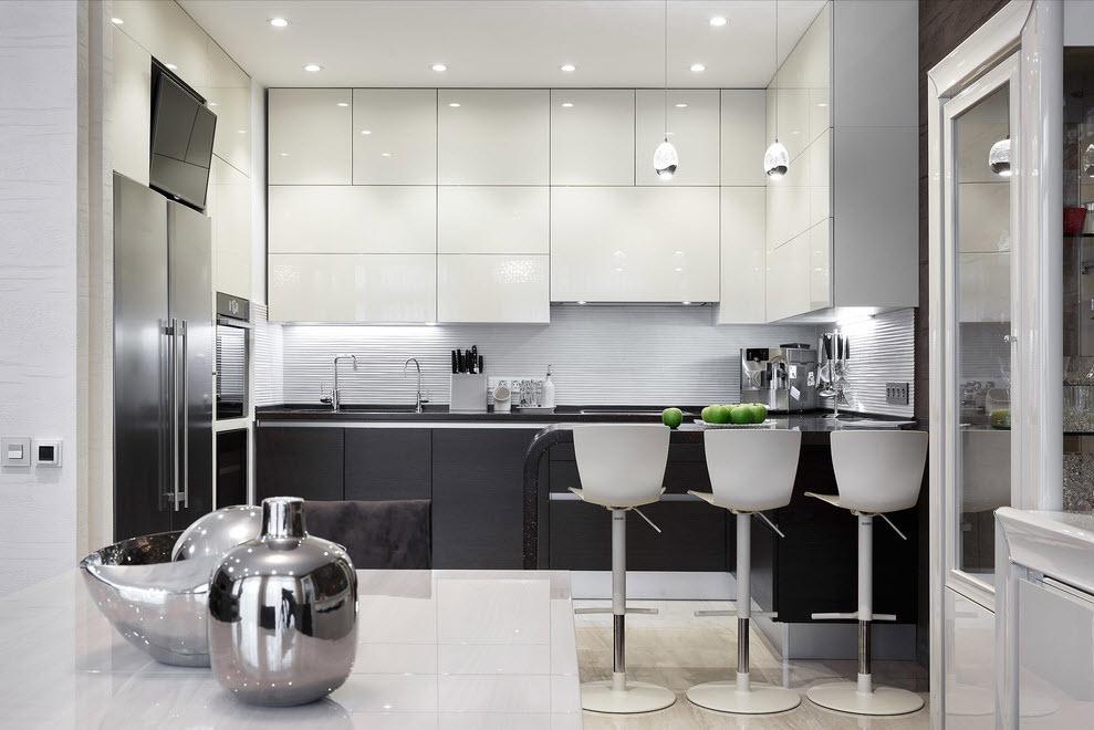 Eclairage vif dans une cuisine noir et blanc