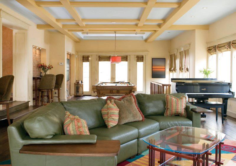 La conception de la zone de loisirs dans le salon d'une maison privée