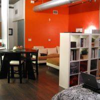 Le design de la zone de canapé en rouge