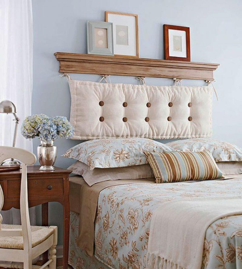 Décorer la tête du lit avec un oreiller moelleux