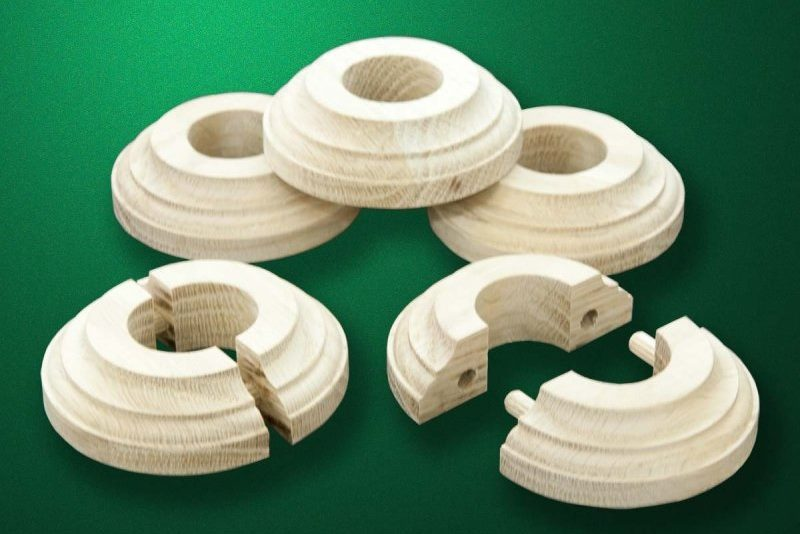 Wooden linings for decorating heating pipes