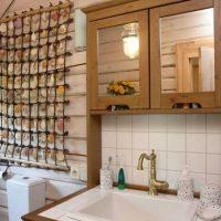 Décor de coquillage dans la salle de bain