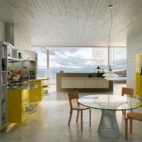 Couleur jaune à l'intérieur d'une cuisine moderne