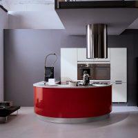 Façade rouge de meubles de cuisine