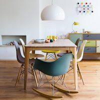 Coin repas avec des chaises intéressantes