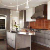 Îlot de cuisine avec comptoir en acier inoxydable