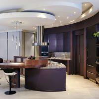 Plafond en couches dans la conception de la cuisine