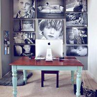 Melnbaltas bildes uz biroja sienas