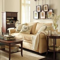 Ērts krēmkrāsas dīvāns
