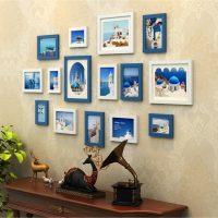 Zili rāmji ar fotogrāfijām uz smilškrāsas fona attēliem