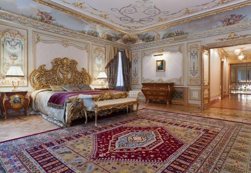 Baroka stila guļamistabas interjers