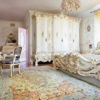 Klasisks guļamistabas interjers