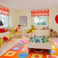 Gaišs paklājs rotaļu istabā