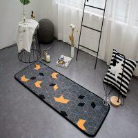 Mazs pelēks paklājs