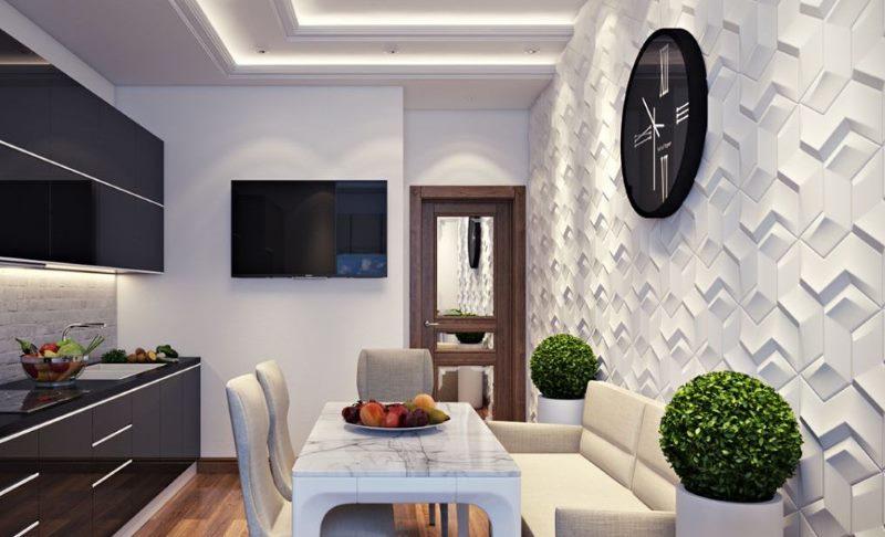 Intérieur de cuisine avec une décoration murale inhabituelle