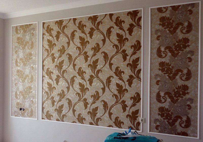 Panneau de papier peint sur le mur du salon