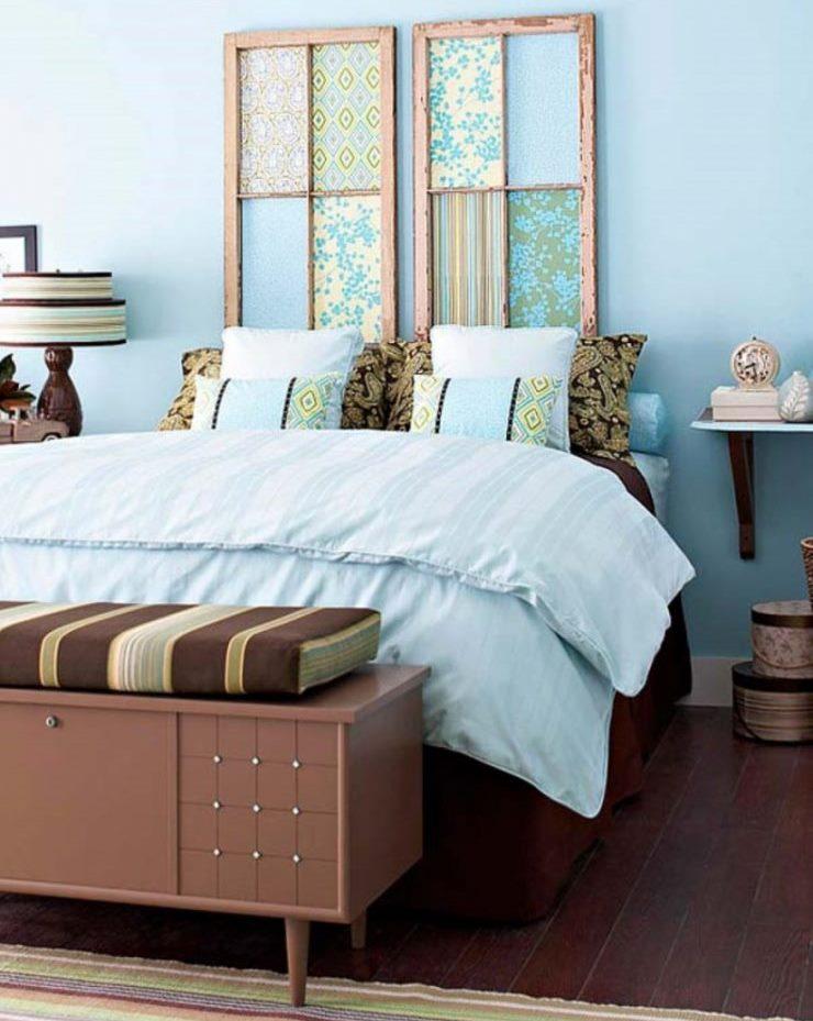Décorer des morceaux de papier peint mur sur le lit