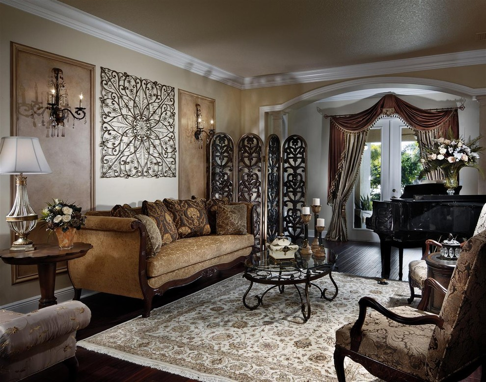 Gaišs paklājs gotiskā stila viesistabā