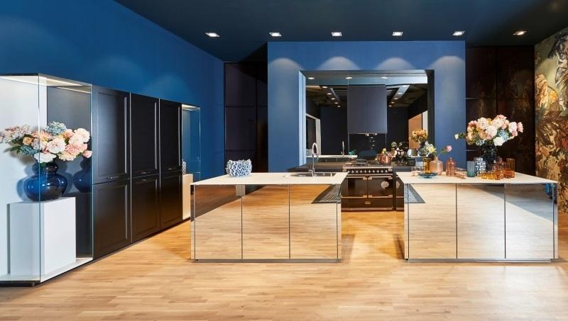 Conception de cuisine avec des surfaces de miroir