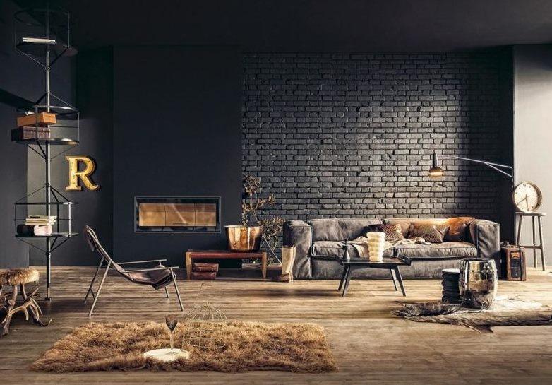 Fekete tégla fal a nappali belső részén