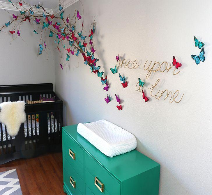 Dekoratīvi tauriņi uz bērnu istabas sienas