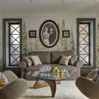 Retro fotogrāfijas uz privātmājas viesistabas sienas