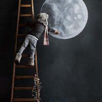 Kā uz istabas sienas uzzīmēt mēness