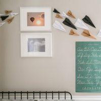 Sienu dekors ar papīra lidmašīnām