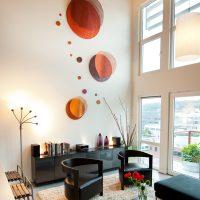 oriģināls viesistabas baltas sienas dekors