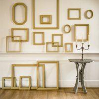 Sienu dekorēšana ar zelta rāmjiem