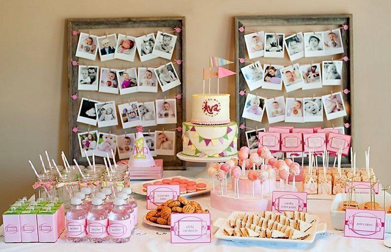 Décorer un mur sur une table de fête avec des photos de bébé