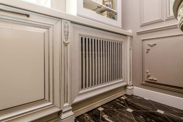 Dressing a heating battery in a classic-style living room